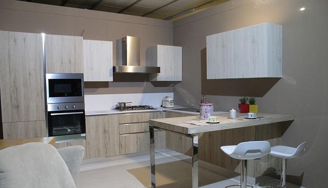 moderní kuchyň s barem.jpg