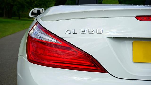 světlo bílého auta.jpg