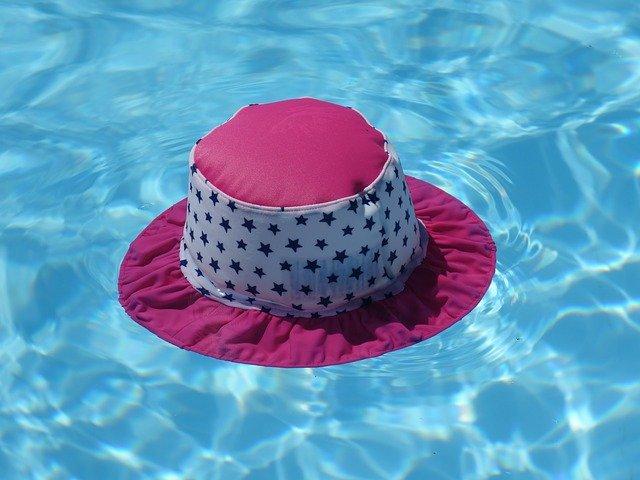 Bezpečnostní plachty jako součást příslušenství k bazénu
