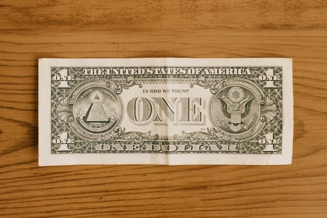 Peníze vládnou