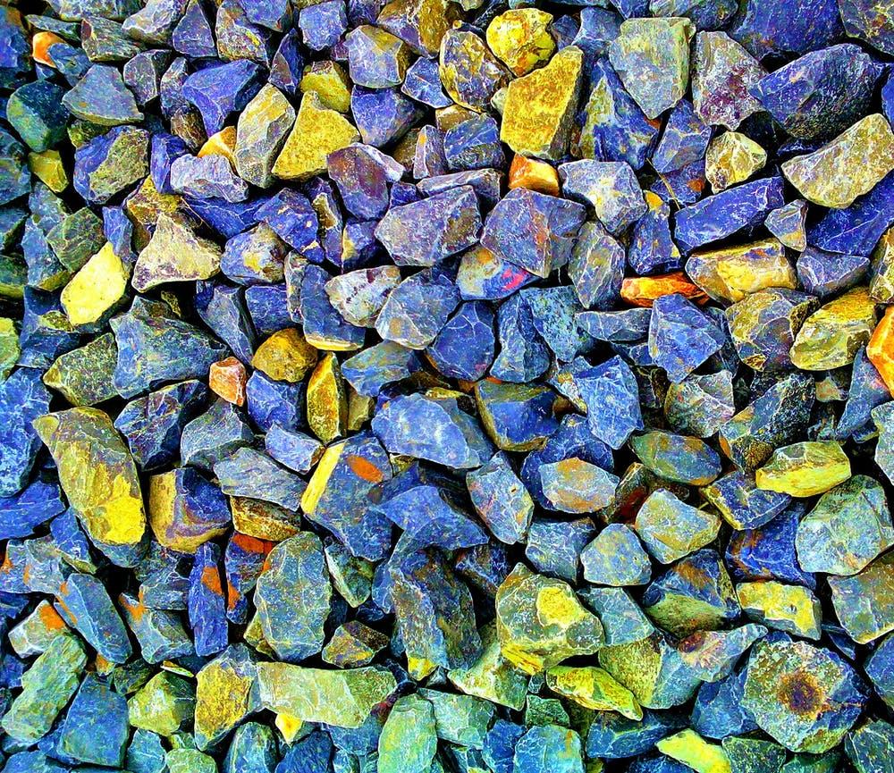 kameny barevné