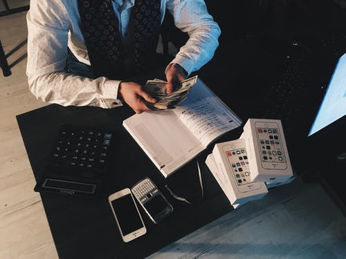 Vydělávejte chytře a nakupujte opce – Co opce jsou a jak to s nimi na trhu funguje?